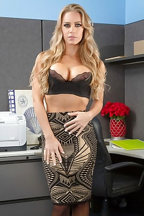 Milf Blonde Nicole Aniston